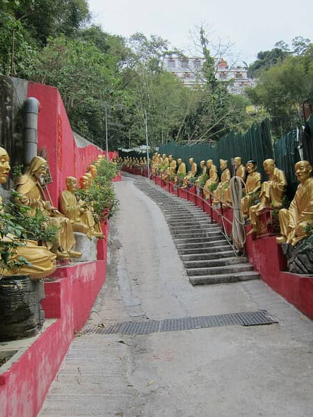 Man Fat Sze or Ten Thousand Buddhas Monastery 萬佛寺 : The Walk Up