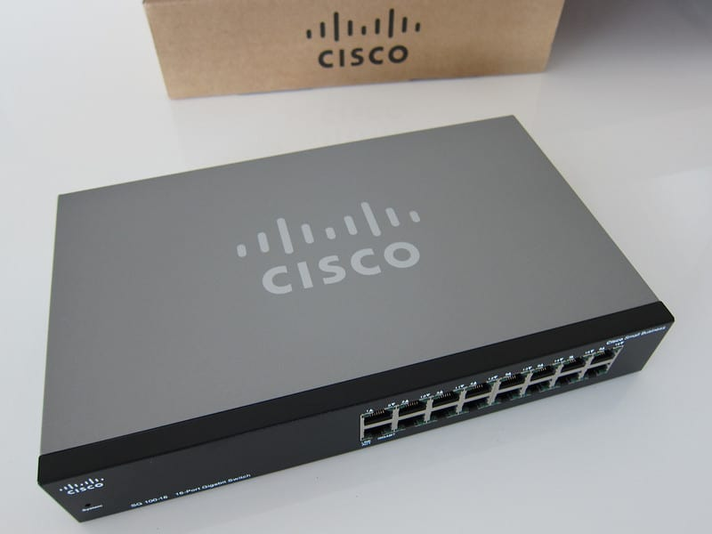 Cisco SR2016T 16-Port Rackmount 10:100:1000 Gigabit Switch