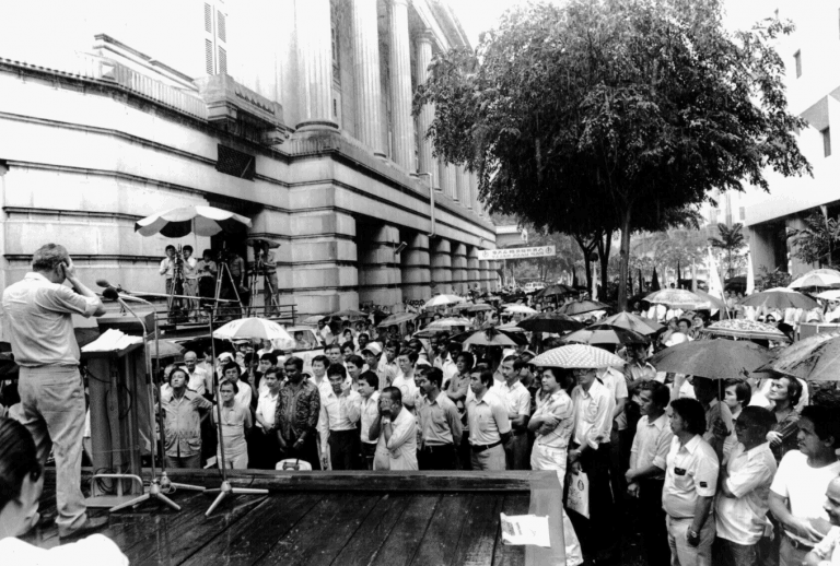 Mr Lee Kuan Yew speaking at the PAP's rally at Fullerton Square on Dec 19, 1980. (Photo: Courtesy of Straits Times, ST File)